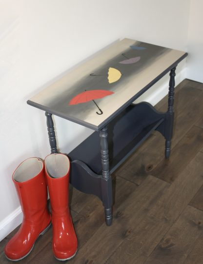 Blowing umbrellas side table